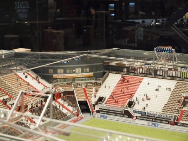 noch wenige wochen steht das modell des millerntor stadions in der rindermarkthalle hier. Black Bedroom Furniture Sets. Home Design Ideas