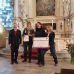 Übergabe der Urkunde an die Kita Baumhaus in Eppendorf