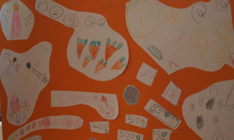 """Die Kinder haben sich kreativ mit dem Thema """"Kindergeld"""" auseinander gesetzt."""