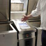 Mit Hilfe von digitalen Bedienfeldern wird die Zubereitung erleichtert