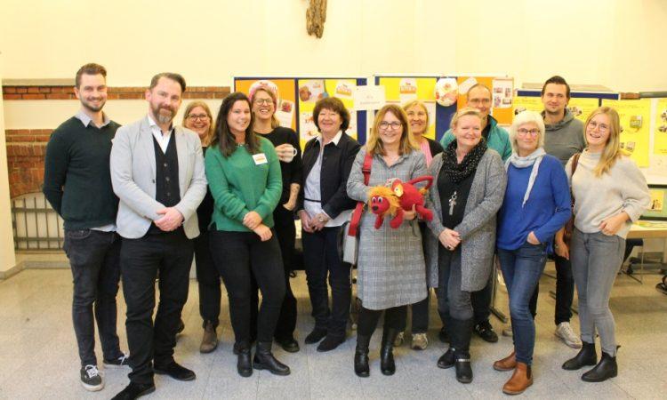 Pestalozzi-Kitas und GBS-Angebote bei der Abschlussveranstaltung 'Kinderrechte' in der Diakonie Hamburg